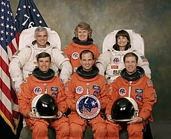 v.l.n.r. Vorne: Ronald Sega, Kevin Chilton, Richard Searfoss; Hinten: Michael Rich Clifford, Shannon Lucid, Linda Godwin
