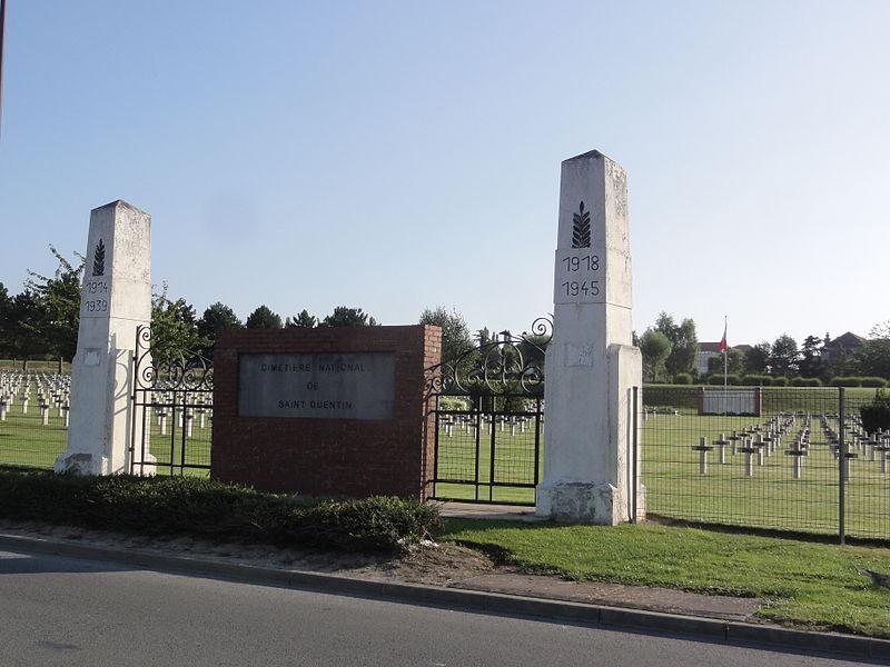 Fichier:Saint-Quentin (Aisne) Necropole National (02).JPG
