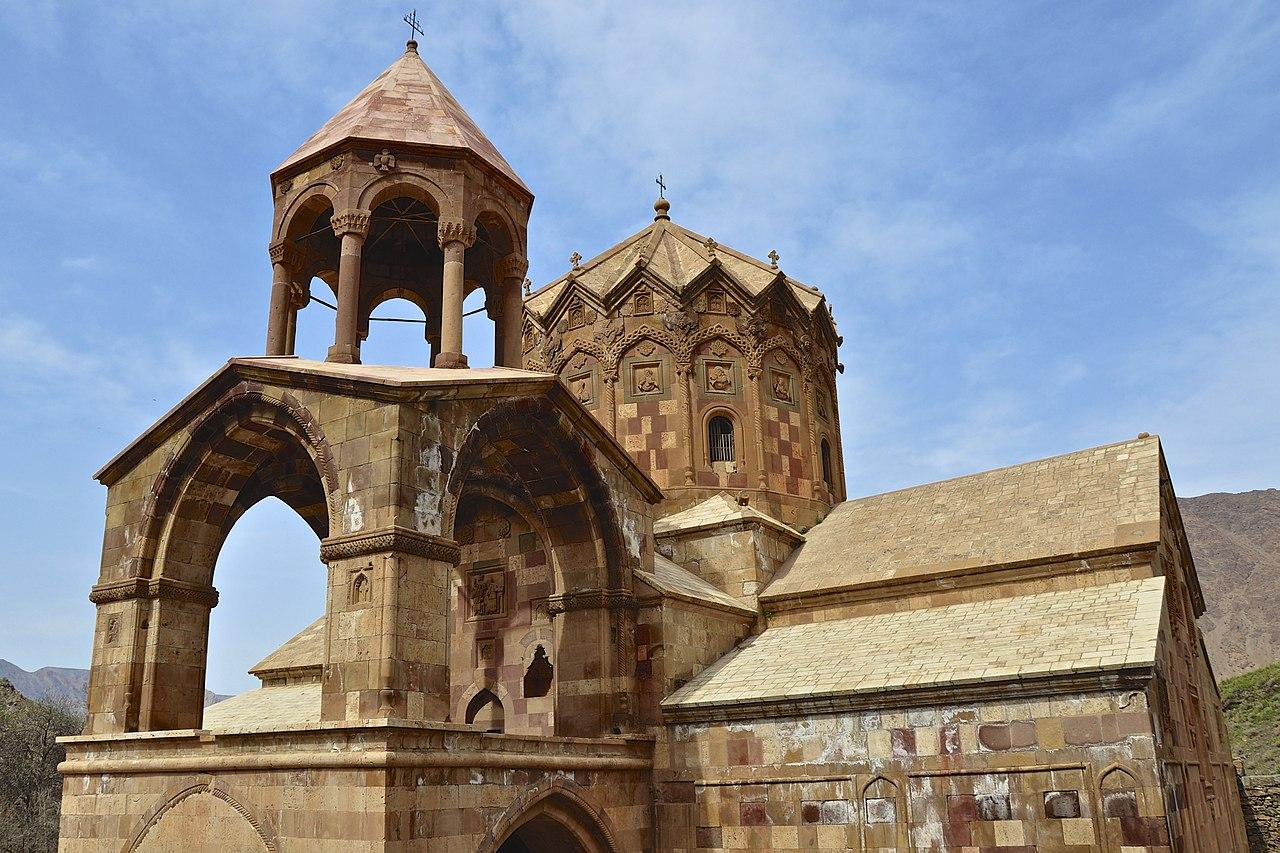 Biara Saint Stepanos abad ke-9 di Julfa, bagian dari Ensemble Monastik Armenia Iran di Daftar Warisan Dunia UNESCO.