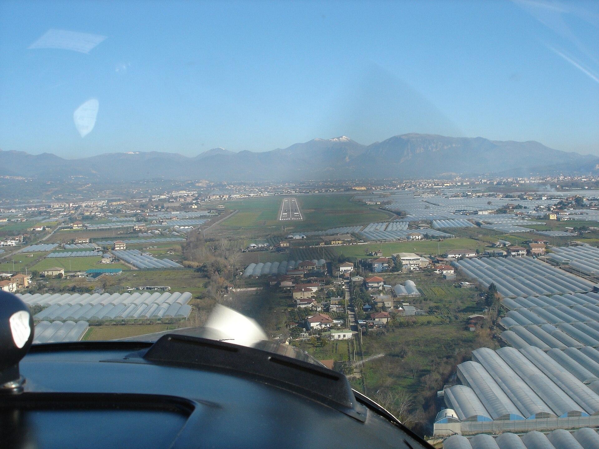 Aeroporto Salerno : Aeroporto di salerno costa d amalfi wikipedia