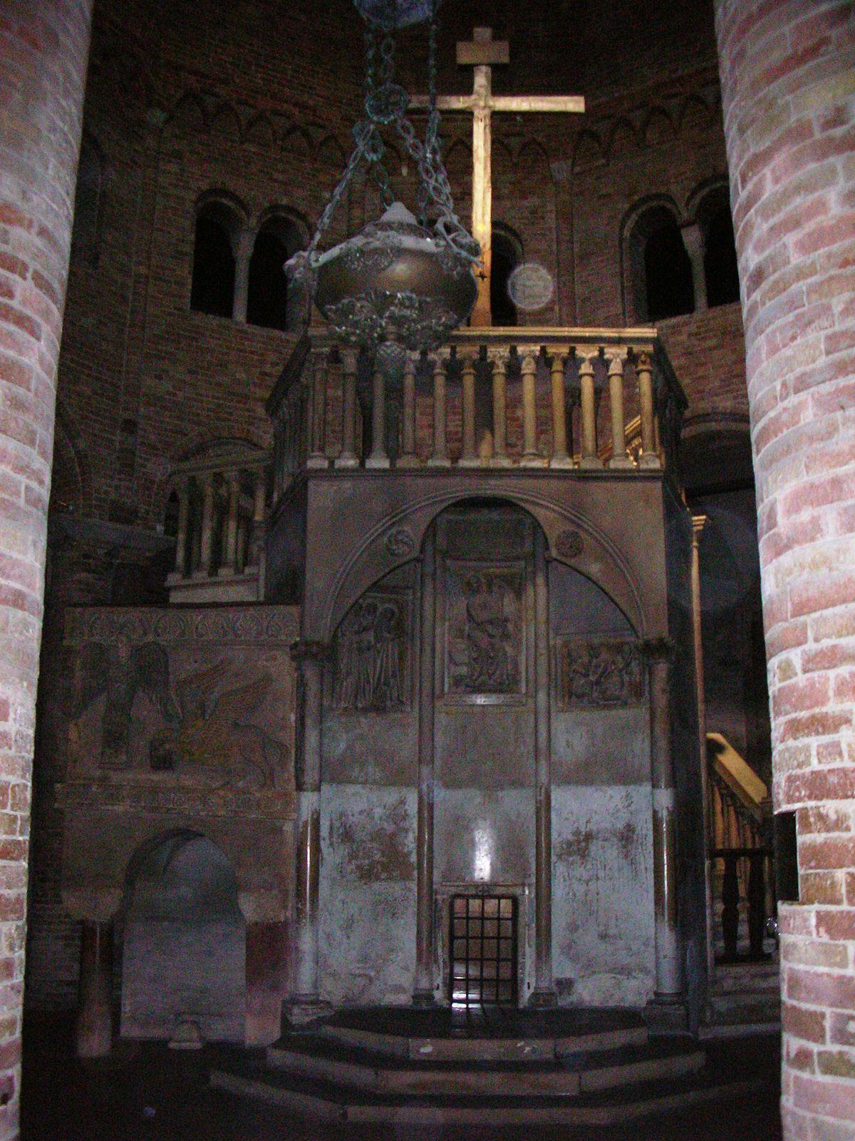 Santo Sepolcro a Bologna - Pulpito 2.jpg