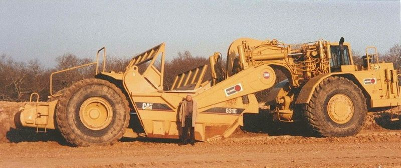 File:Scraper CAT 631E.jpg