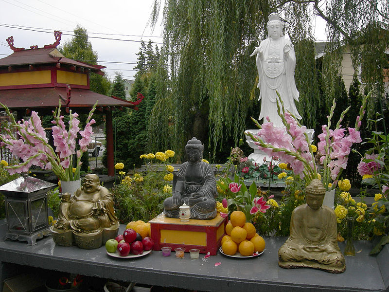 File:Seattle - Viet Nam Buddhist Temple offerings 01.jpg