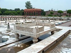 Shalamar Garden July 14 2005-Sideview of marble enclosure on the second level.jpg