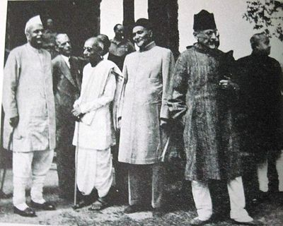 At the Conference: Rajendra Prasad, Jinnah, C. Rajagopalachari and Maulana Azad Simla conference.JPG