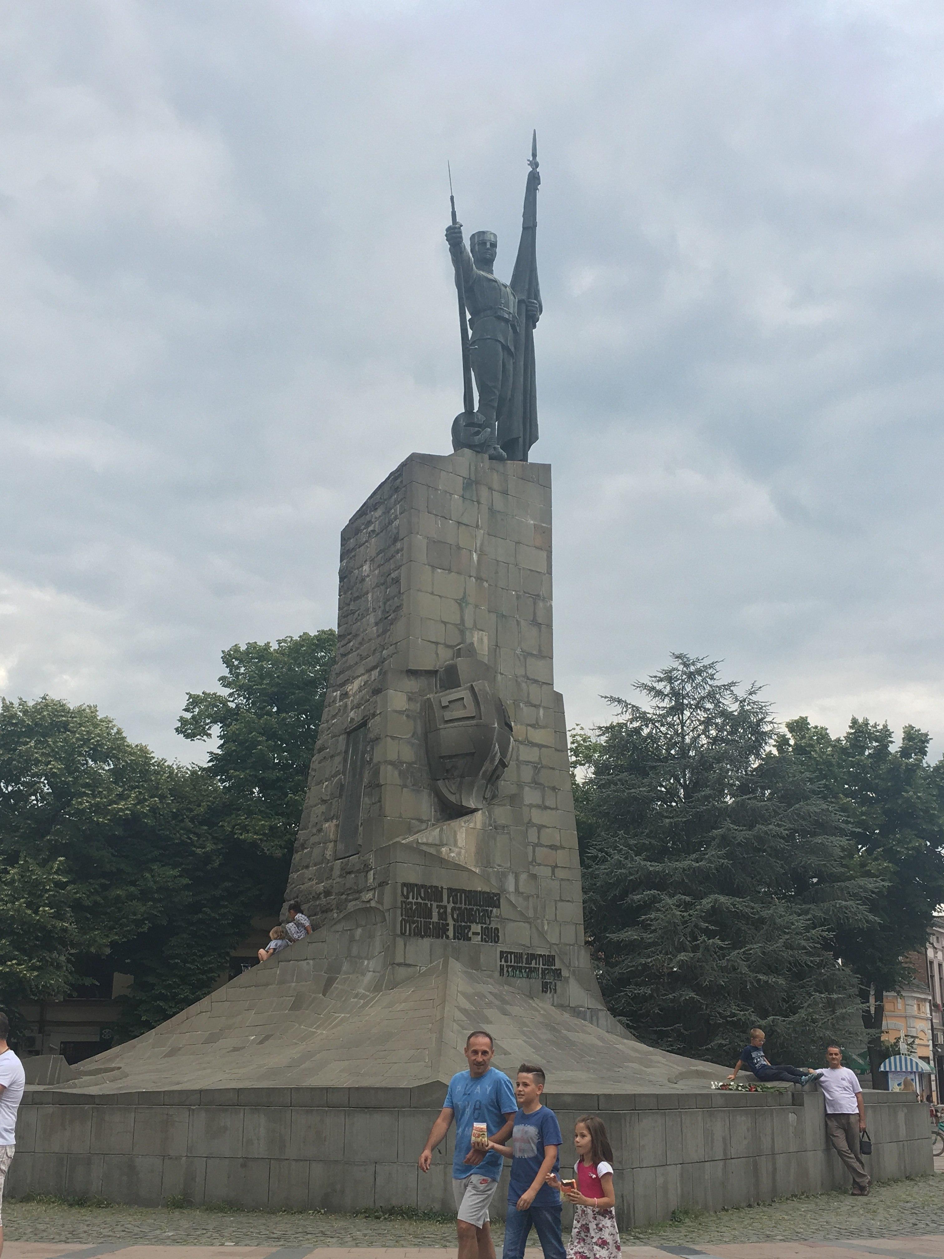 File Spomenik Srpskom Vojniku U Kraljevu 02 Jpg Wikimedia Commons