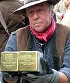 Stolperstein Grünspan Demnig Hand.jpg
