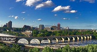 Stone Arch Bridge (Minneapolis) - A view of the Stone Arch Bridge