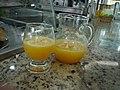 Suco de laranja na padaria aracaju (5246127411).jpg