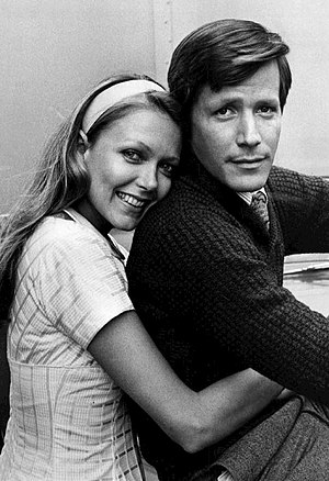 Susan Blakely - Blakely as Julie Prescott and Peter Strauss as Rudy Jordache, 1976.