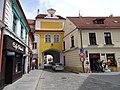 Třeboň, Masarykovo náměstí, Hradecká brána.jpg