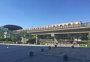 TQ414 entering Jiukeshu Station (20160908151001).jpg