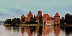 TRAKKAI CASTLE LITHUANIA SEP 2013 (9849766285).jpg