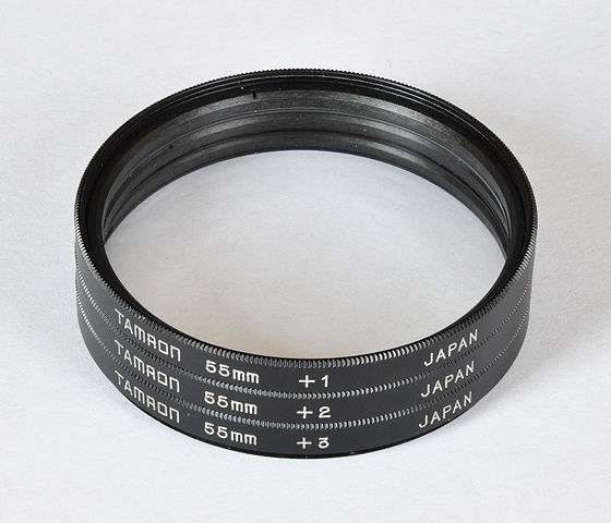 https://upload.wikimedia.org/wikipedia/commons/thumb/7/7c/Tamron_Close-up_Filter_Set.jpg/560px-Tamron_Close-up_Filter_Set.jpg