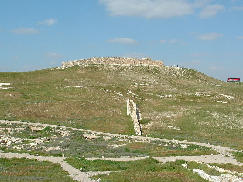 Tel Arad - Castle.JPG