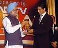 The Prime Minister, Dr. Manmohan Singh presented the Special Award of the Year for Hindi Cinema to Shri Shahrukh Khan, at the 'NDTV Indian of the Year Awards Function', in New Delhi on January 17, 2008.jpg
