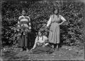 Three Maori girls, at Rangiahua, 1918. ATLIB 296722.png