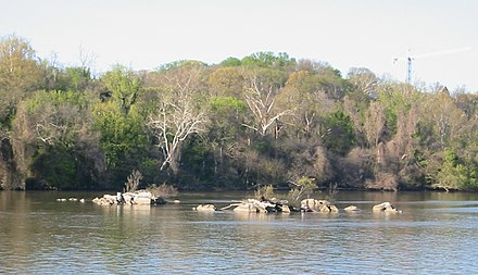 The Three Sisters islets in the Potomac River in Washington, D.C., site of the proposed bridge. Three sisters islands dc.jpg