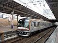 Tokyo Metro 10005 at Shiki Station 20180324.jpg