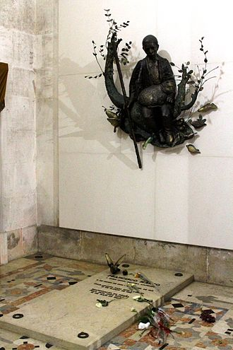 Francisco and Jacinta Marto - Image: Tombs of the Children of Fatima (3)
