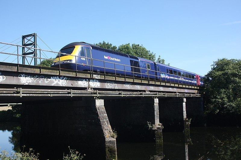 File:Totnes Viaduct - fGWR 43192 down train.JPG