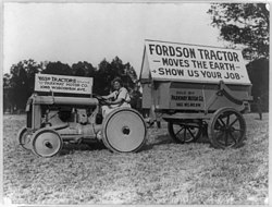 traktorin hydraulinen koukku ylös
