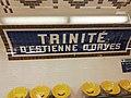 Trinité d'Estiennes d'Orves métro 2019 plaque signalétique.jpg