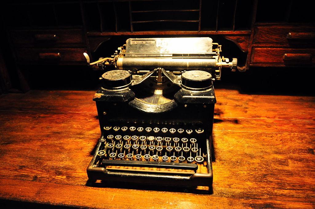 Typewriter (4855182596)