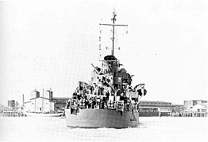USS Bell (DD-587) steaming down the Cooper River, South Carolina (USA), in March 1943