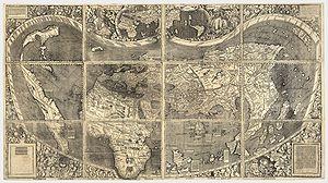 """Cosmographiae Introductio de Martin Waldseemüller (1507) fue el primer atlas en denominar """"América"""" a ese continente. El mapa cartografía el Océano Pacífico y el istmo centroamericano antes del """"descubrimiento"""" atribuido a Balboa en 1513. El mapa es conocido como el Certificado de Nacimiento de América y se encuentra en la Galería de Tesoros de la Biblioteca del Congreso de los Estados Unidos."""