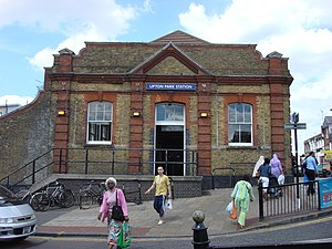 Upton Park tube station - Image: Upton Park tube station 3
