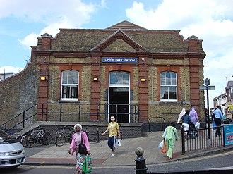 Upton Park tube station - Image: Upton Park tube station 3