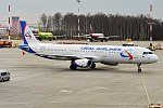 Ural Airlines, VQ-BCE, Airbus A321-231 (40320744350).jpg