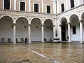 Urbino, cortile di palazzo ducale.jpg