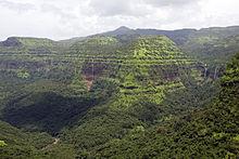 Vista dal passaggio Varandha, si possono notare le numerose cascate