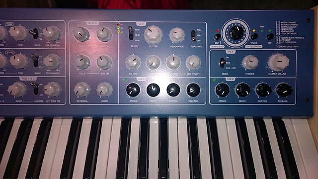 640px-Vermona_%E2%80%9914_Analog_Synthesizer_-_front_panel_right_-_2015_NAMM_Show.jpg