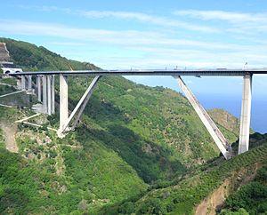 Autostrada A2 (Italy) - Image: Viadotto Sfalassa, autostrada A3