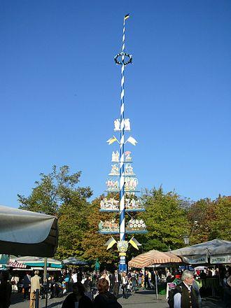 Viktualienmarkt - Maypole on Viktualienmarkt