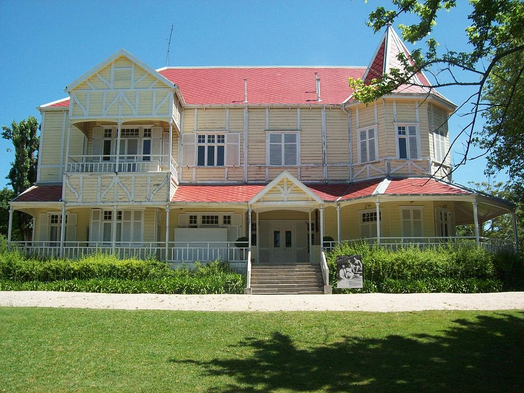 File villa victoria fachada delantera mar del plata for Casas jardin del mar