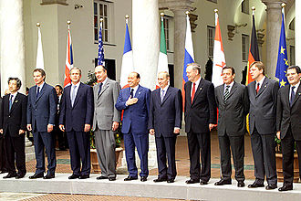 27th G8 summit - A family photo.