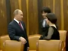 Archivo:Vladimir Putin with Mireille Mathieu and Muammar Gaddafi.ogv