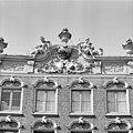 Voorgevel, beelden aan de kroonlijst (anno 1735) - Deventer - 20357606 - RCE.jpg