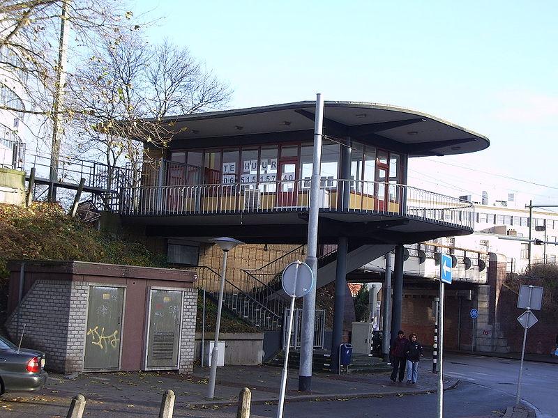 File:Voormalig Stationsgebouw Velperpoort (12-2005).jpg