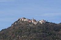 Vue du village de Tourette-du-Château depuis la route de Gilette.JPG