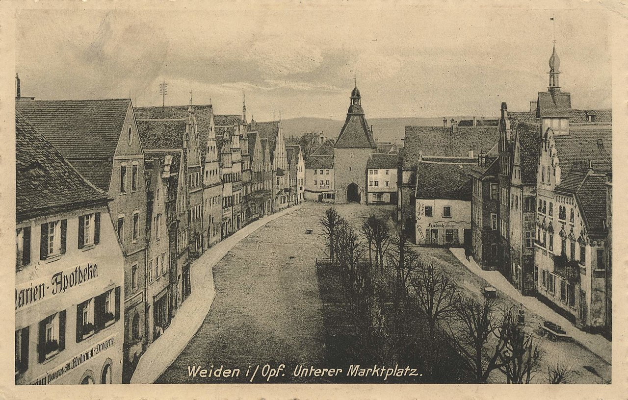 Weiden (Oberpfalz), Bayern - Marktplatz (Zeno Ansichtskarten).jpg