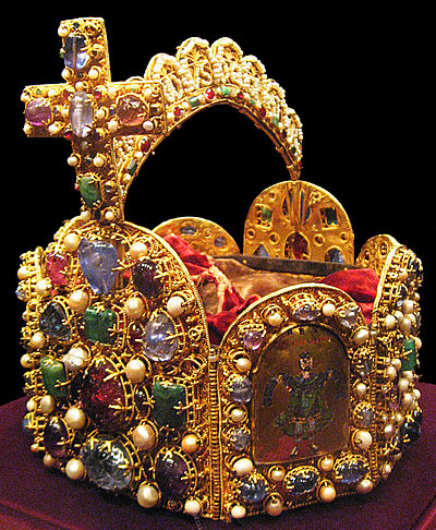 The Imperial Crown of the Holy Roman Empire. Otto III was crowned as emperor in 994 by Pope Gregory V. Weltliche Schatzkammer Wien (190)2.JPG