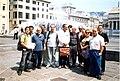 Wikipedia a Genova 2004 - Wikipediani a Piazza De Ferrari1.JPG