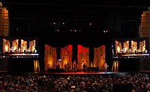 Willow Creek Church worship 2012.jpg