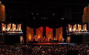 Willow Creek Community Church - Image: Willow Creek Church worship 2012