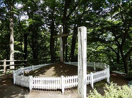 キリストの里公園(青森県三戸郡新郷村大字戸来字野月33-1)にあるキリストの墓